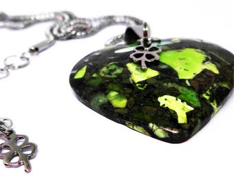 Womens Pendant Necklace-Green Matrix Pyrite Heart Pendant Bead, Sea Sediment, 316L Stainless Steel Chain, Steel Four Leaf Clover Charm, Gift