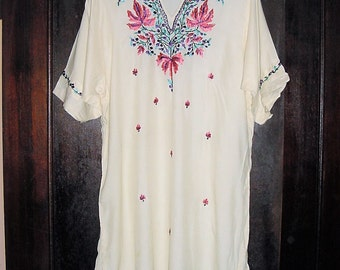 Vintage 60s Embroidered Hippie Dashiki Tunic S Rayon Blend