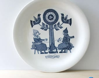 Volendam. Dutch Folklore collectible plate by Royal Sphinx Maastricht. Made in Holland.