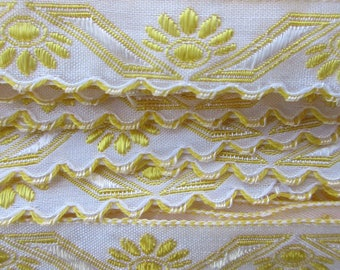"Italy 2 Yards Fabric Trim White And Sunshine Yellow Folkloric Scalloped Trim 1/2"" Wide Ribbon  RV 48"