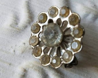 Vintage brooch small, scatter pin rhinestone and metal  flower design, estate sale find.(mar 93 17)