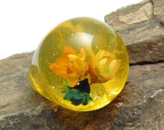 Vintage Yellow Lucite Bubble Ring Dried Flowers Kitschy Jewelry R7655