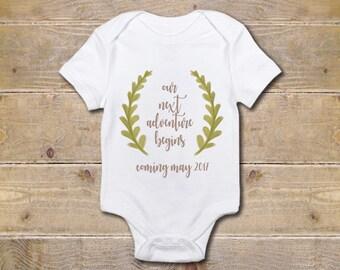 Pregnancy Announcement Onesie, Pregnancy Announcement, Wreath, Coming Soon, Pregnancy Reveal, Announcement Idea, Baby Announcement