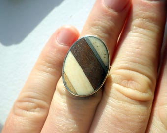 Stunning Inlaid Sterling Ring - Wood and Bone - Vintage - Size 8.5