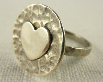 Vintage Size 8 Thai Hammered Sterling Round Heart Ring