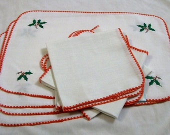 Christmas Placemats and Napkins, Vintage Christmas, Napkins and Matching Placemats