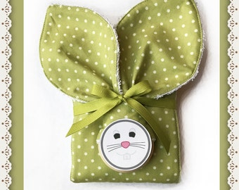 NEW Neutral Baby Shower Gift Oranic Wood Teething Ring Burp Set Matching Diaper Burp Cloth in Baby Green and White Dot