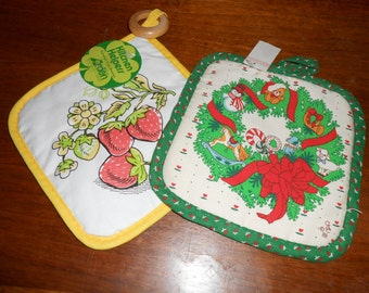 Vintage pot holders Christmas and Strawberries Deadstock