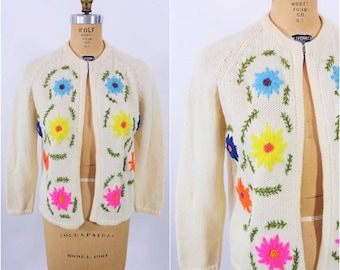 WINTER SALE / 1960s cardigan vintage 60s cream embroidered flowers wool sweater M/L