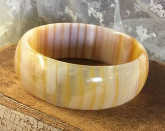 Genuine Onyx Stone Bangle Bracelet Unsigned Wide Weighty Striated Caramel Honey Brown Yellow Hues Boho Bohemian 1970's 1980's