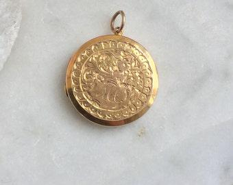 Vintage round gold locket, 1915/16 engraved 9ct gold locket necklace, hallmarked Chester