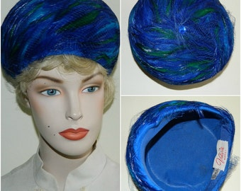 23.5 1960s Royal Blue and Emerald Green Pheasant Feather Bubble Hat Mad Men