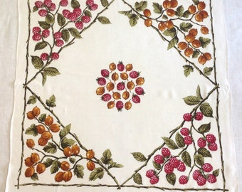 Dunmoy Tablecloth Raspberries Brown Nuts Rayon Made in Ireland 32x32