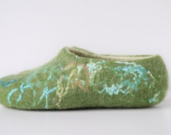 Green white wool felted slippers - house shoes - felt wool slippers - natural slippers - women slippers - green felt slippers -felt slippers