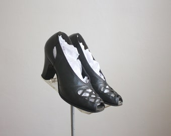 1940s spiderweb pumps, size 4 1/2