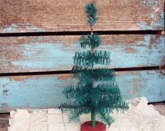 Vintage Christmas Bottle Brush Tree Feather Tree Wood Base Antique Metal Mid Century Kitsch Retro Tree Decoration Decor 1950s