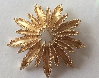 Signed Vintage  AVON TEXTURED STARBURST sunburst flower floral gold tone brooch pin