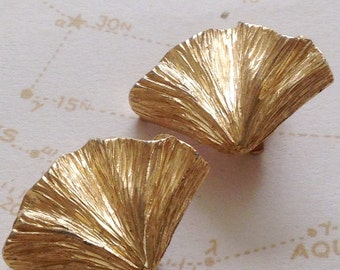 Vintage GIVENCHY Ginko Earrings / Sacred Symbol of Hope & Longevity/  Sophisticated Ginko Leaf Clip Ons / Gold leaves Givenchy