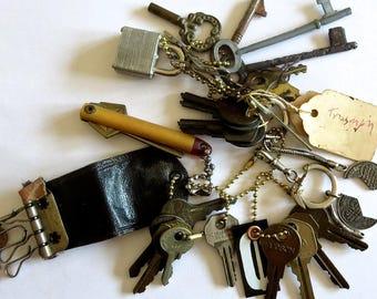 20 vintage keys Old odd keys Mixed keys Collection of keys Old skeleton key Skeleton keys Old odd keys Mixed used keys cent sign #4