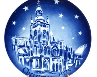 St Vitus Cathedral Christmas 1975 Retsch Collector Plate Vintage 1970s Mongomery Ward Exclusive Collection Plate