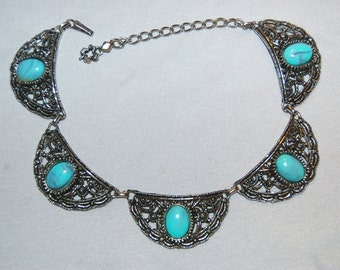Vintage / Medallion / Necklace / Turquoise / Large / Silver / Old Jewelry