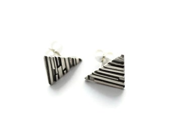 Triangle Stud Earrings, Silver Stud Earrings, Triangle Earrings, Geometric Earrings, Minimalist Earrings, Everyday Earrings, Geometric Studs