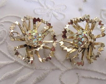 Vintage Sarah Coventry Flower Style Clip On Earrings