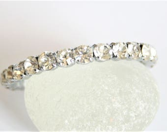 Vintage clear crystal bangle.  Rhinestone bangle. Vintage jewellery