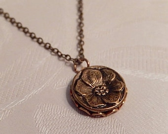 Button Necklace, Vintage Button Pendant, Vintage Jewelry, Gift for Her