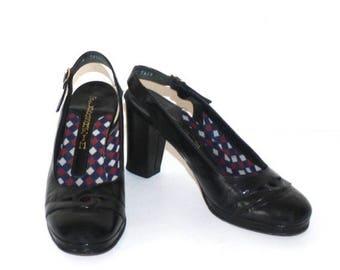40% OFF SALE 1970s Black Patent Leather PLATFORM Pumps . Vintage 70s Florsheim Dress Shoes with Black Heels . Size 7 1/2