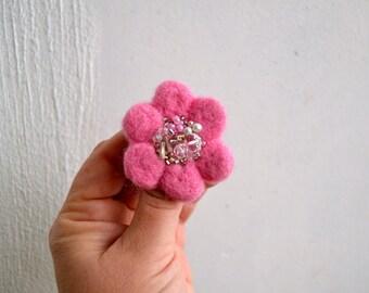 Little Needle Felted Brooch Pink Wool Felt Flower, Small Felt Flower Pin, Grey Flower Brooch, Felted Flower,Corsage Brooch,Woolen Brooch