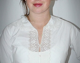 Vintage 1900s Edwardian White Cotton Short Sleeved Blouse With Rose Lace Trim