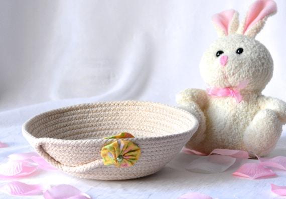 Spring Party Favor, Handmade Rope Basket, Modern Clothesline Basket, Lovely Candy Dish, Cute Desk Accessory Basket, hand coiled basket