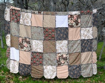Cotton and Belgian Linen, Scalloped Edge Rag Quilt, Queen Size