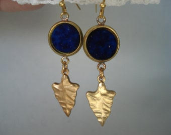 Vintage Royal Blue Lapis Lazuli Glass and Hammered Gold Arrowhead Dangle Earrings Native Tribal Inspired