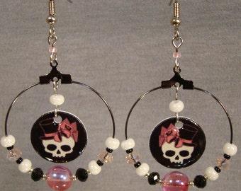 Top Hat Skullette Beaded Hoop Earrings - Skull Jewelry - Black and Pink Jewellery