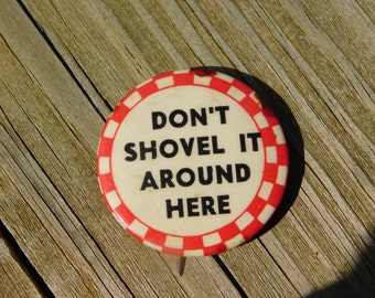 "Vintage 1940's Red and White Checkered Board Pin Pinback Button that Reads"" Don't Shovel It Around Here"" DR40"