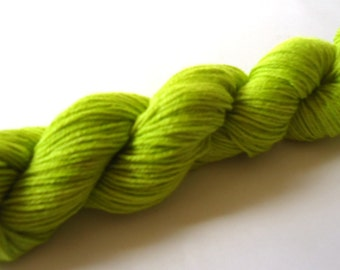 Merino extrafine silk yarn hand dyed hand painted 50 g: Frog green