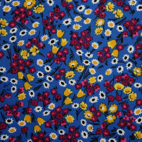 Flower fabric,Floral fabric,Blue flower fabric,Calico cotton fabric,100% cotton fabric,Quilt,Apparel,Craft,Sold by FAT QUARTER INCREMENTS