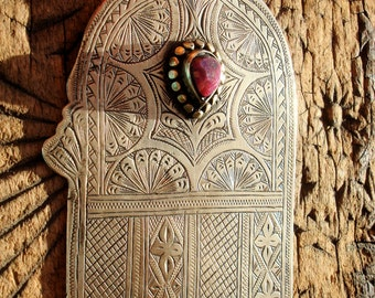 Moroccan large hand engraved Hand with stone jewel