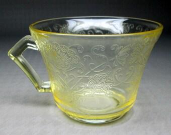 Florentine  Hazel Atlas set of six  ( 6 ) yellow glass cups ( no saucers ) poppy / flower
