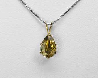 Zoisite Pear Pendant in Gold, 8.5 x 5.9 mm