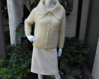 Vintage 1960's Ivory Colored Sweater with Wide Collar - Size Small