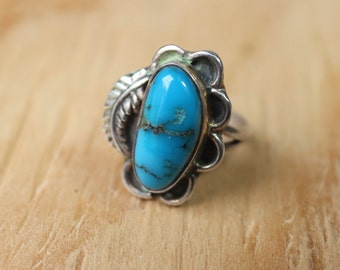 Turquoise Blossom Ring / Delicate Southwest Jewelry / Vintage Size 6 Ring