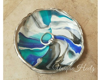 The Ocean Breeze polymer clay ring dish. Turquoise, blue, black, white and silver glitter clay. Great for Sparkly Things and Diamond Rings.