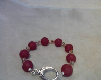 7 inch red recycle beaded glass bracelet.