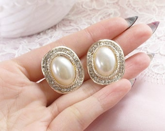 Retro Victorian style goldtone Oval faux Pearl with rhinestone  stud post earring cocktail Jewelry