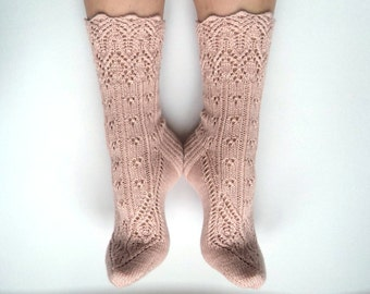 SAMPLE SALE. EUR 37-38. Hand knit wool socks with cashmere. Cashmere socks. Pale pink. Old rose wool lace socks. Gift for her. Bed socks.