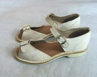 Deadstock 1940s girls' sandals
