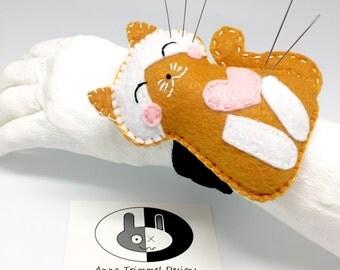 Cat Pincushion bracelet, felt cat, seamstress tool, felt wristband pincushion, sewing accessory, pin holder, needle cushion